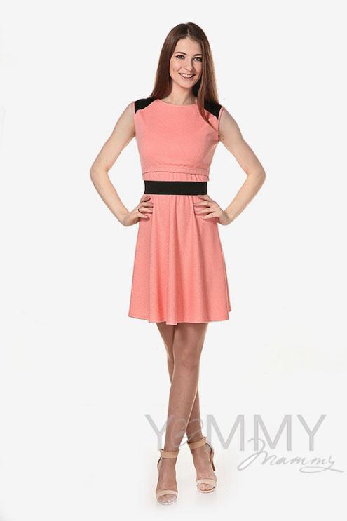 Платье для беременных и кормящих с декоративной вставкой из экокожи, персиковое
