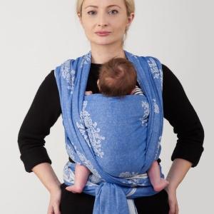 Намотка слинга-шарфа: Крест над карманом с разведенными ножками
