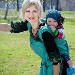 Как носить в слинге подросшего ребенка