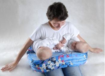 Подушка для кормления двойни «Milk Rivers Twins» с дополнительной подушкой для спины голубая